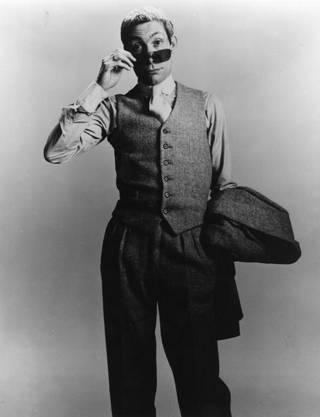 Drummer Charlie Watts mit Sonnenbrille und wildem Blick. Das Bild wurde am 1. Januar 1983 aufgenommen.