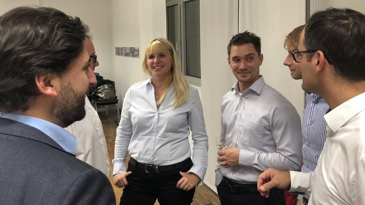 Die FDP-Gemeinderäte Stefanie Stirnemann und Jonas Graf im Austausch mit der Bevölkerung