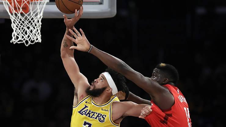 Clint Capela (rechts) feierte gegen die Los Angeles Lakers nach knapp sechs Wochen Pause sein Comeback