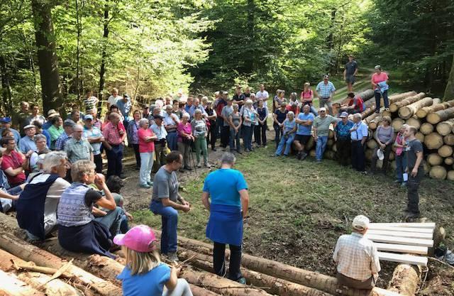 Die Bevölkerung am Waldungang vom Forstbetrieb Rietenberg