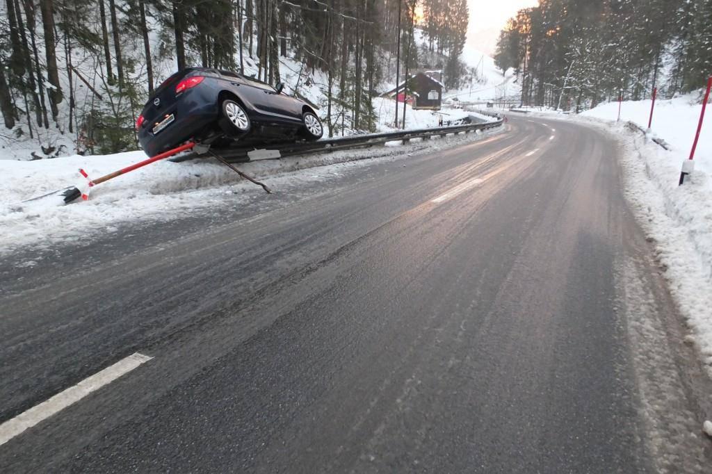8000 Franken beträgt der Sachschaden nach dem Unfall (© Kapo St.Gallen)