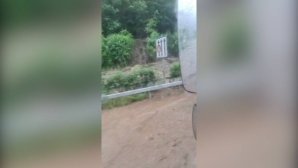 Hagel und Regen im Tessin: A2 wegen Erdrutsch gesperrt