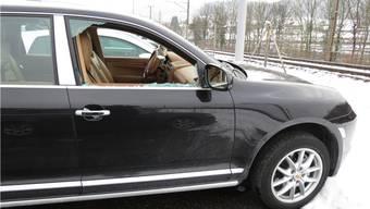 Ein parkierter deutscher Porsche wurde aufgebrochen.