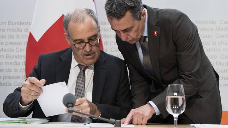 An der Medienkonferenz informierten die Bundesräte Guy Parmelin, Ignazio Cassis ...