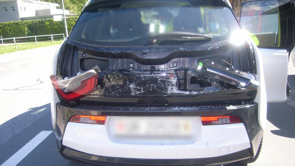 Eine verletzte Person nach Auffahrunfall auf Gotthardstrasse
