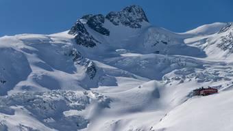 Noch nie war es in den Bergen so still: Die Coazhütte im Berninagebiet oberhalb Pontresina.