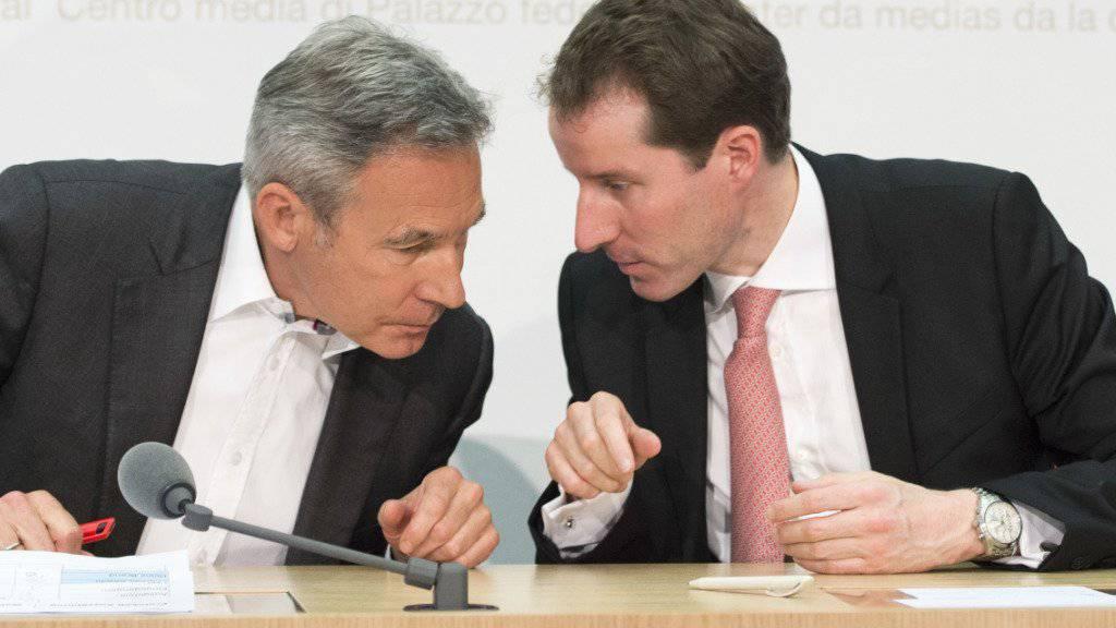 Der Alte und der Neue: Thomas Aeschi (rechts) ersetzt Adrian Amstutz als Fraktionschef der SVP. (Archivbild)