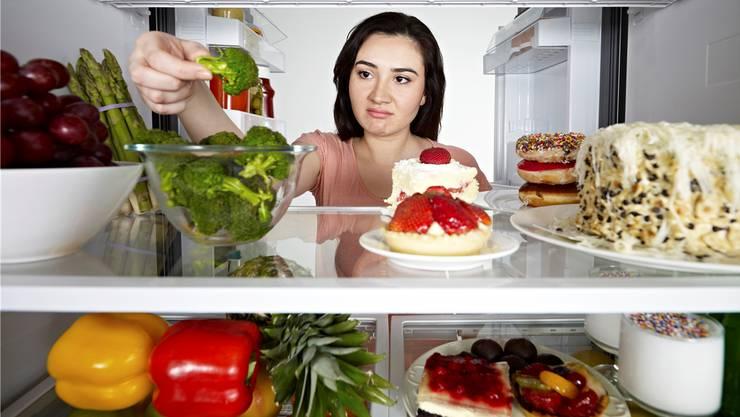 Wir wählen bei der Nahrung oft das Falsche, obwohl wir wissen, was uns guttut: Gemüse zum Beispiel.
