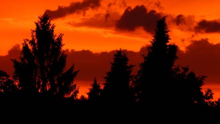 Brennender Himmel über Wettingen