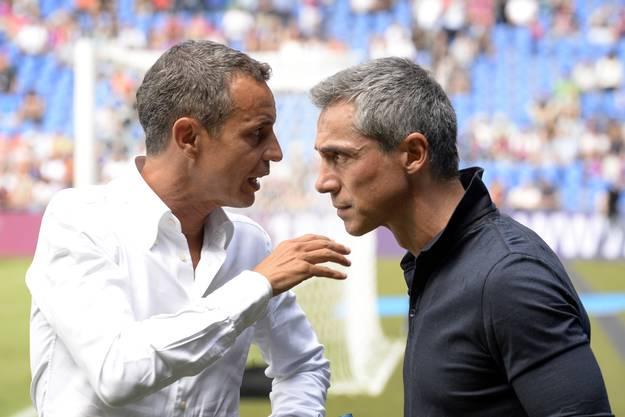 Der Basler Präsident Bernhard Heusler, links, und der Basler Trainer Paulo Sousa, rechts, besprechen sich vor dem Spiel gegen Luzern.
