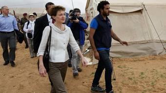 Simonetta Sommaruga besucht ein Flüchtlingscamp in Tunesien (Archiv)
