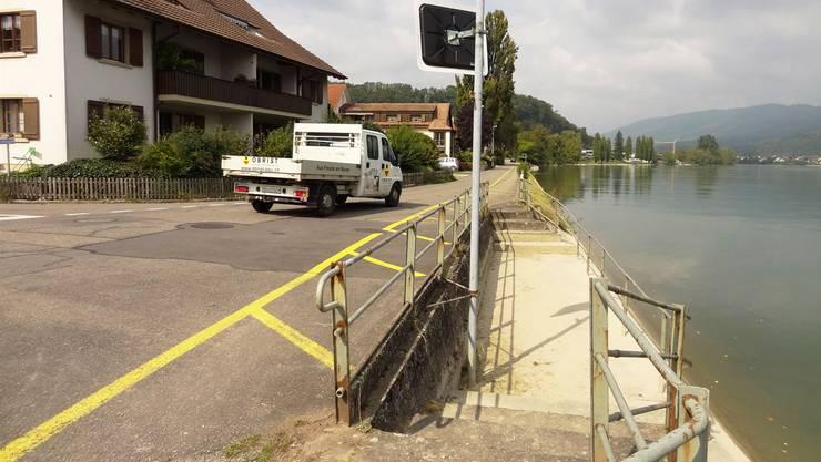 An diesem Rheinufer war ursprünglich der Bootssteg geplant. An diesem hält der Bootsklub nun offenbar nicht mehr fest.