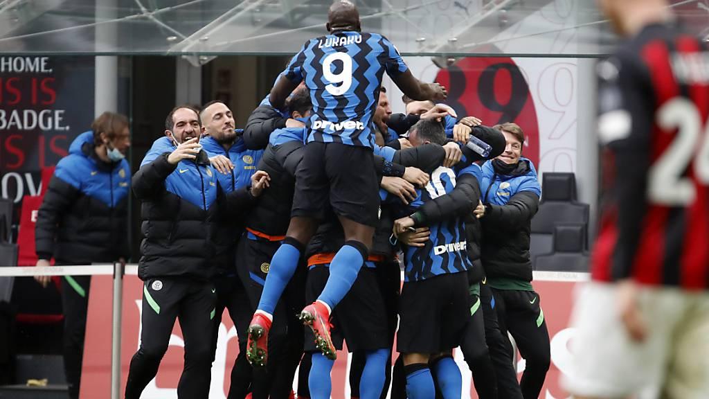 Grosser Jubel von Inter im Derby: Dank dem Sieg steht der Klub alleine an der Tabellenspitze