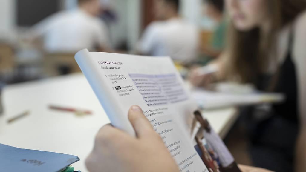 Im Kanton Schwyz können die öffentlichen Schulen künftig keine zweisprachige Sekundarschule anbieten. (Symbolbild)