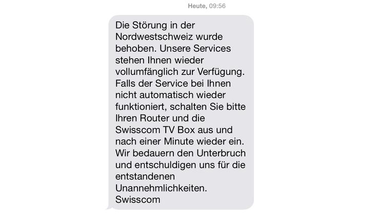 Diese SMS verkündete den Swisscom-Kunden am Donnerstag, dass die Störung behoben sei.