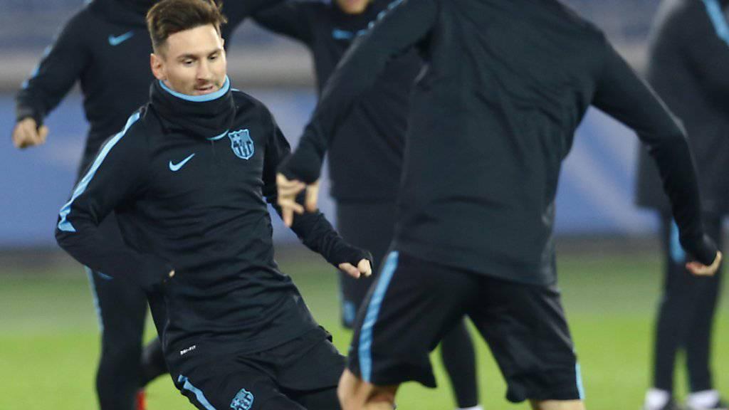 Lionel Messi (links) muss wegen einer Nierenkolik pausieren