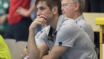 Kein Grund für eine ernste Miene: Pfadi Winterthur mit Coach Adrian Brüngger startete erfolgreich in die Finalrunde