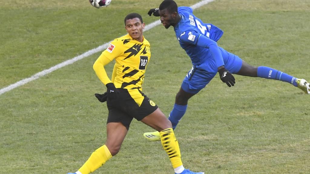 Ein ausgeglichenes Duell: Manuel Akanji (rechts) kommt mit Borussia Dortmund gegen Hoffenheim nur zu einem Unentschieden