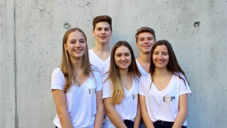 Elena, Pierre, Stéphanie, Adrian und Anne-Sophie (v. l.) sind die stolzen Gründer der CC Bakery und Entwickler des Cookie Cups, dem essbaren Becher für Getränke und Süssigkeiten.