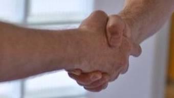 Zwei muslimische Schüler wurden aus religiösen Gründen vom Handschlag mit den Lehrpersonen dispensiert. (Symbolbild)