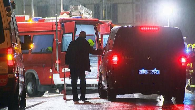 Am Montagabend  (13.Juni 2016) kam es kurz vor 23 Uhr in einem Wohnhaus an der Centralstrasse in Sursee LU zu einem Brand. Dabei kamen zwei Personen ums Leben und mehrere Feuerwehrleute wurden verletzt.