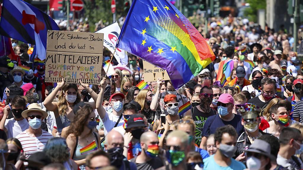 Pride-Demo in Berlin setzt Zeichen gegen Diskriminierung