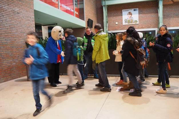 Mit einem Extrazug sind Kinder mit ihren Begleitpersonen von Bad Zurzach nach Baden gefahren.