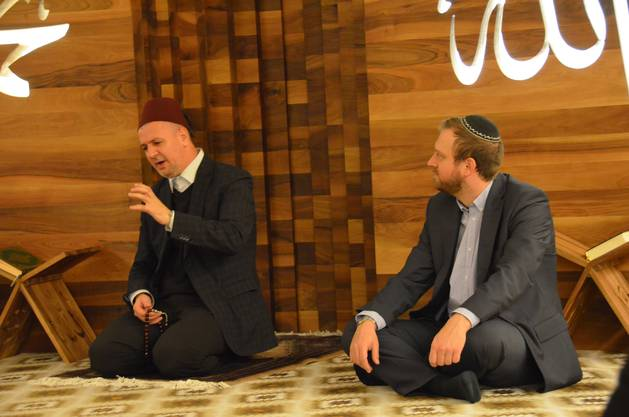 Das erste Mal ist beim islamischen Opferfest auch ein Rabbiner anwesend