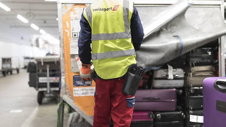Die Coronavirus-Pandemie stürzt den Flughafen-Dienstleister Swissport in eine tiefe Krise. Aktuell beträgt der weltweite Umsatzeinbruch zwischen 70 und 80 Prozent.