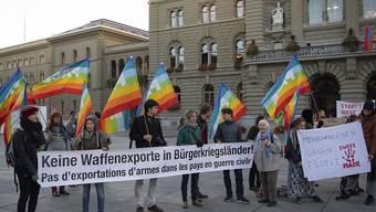 Der Protest hat gewirkt: Der Bundesrat beschloss, Waffenexporte in Bürgerkriegsländer doch nicht zu ermöglichen. Die Ständeratskommission sieht nun keinen Anlass mehr, ihm die Kompetenz in dieser Frage zu entziehen. (Archivbild)