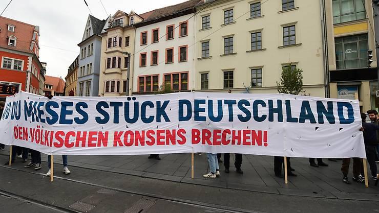 Zorn in Halle gegen Nationalismus und Rassismus nach dem tödlichen Anschlag auf die Synagoge.