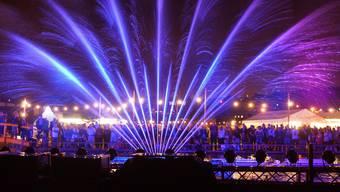 Das Wasserspiel liess die Fontänen im Takte zu der Musik tanzen – eine Art Feuerwerk auf dem Boden.