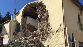 Die Nächte sind zu kalt, als dass man als Erdbebenopfer in einer offenen Wohnung bleiben könnte - auch in Pieve Torina in der italienischen Region Marche (Marken).