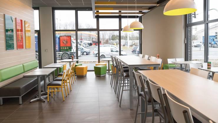 Die neu eröffnenden Restaurants sind mit mit neusten Beleuchtungsmethoden ausgestattet und die Farben Weiss und Grün wiegen vor