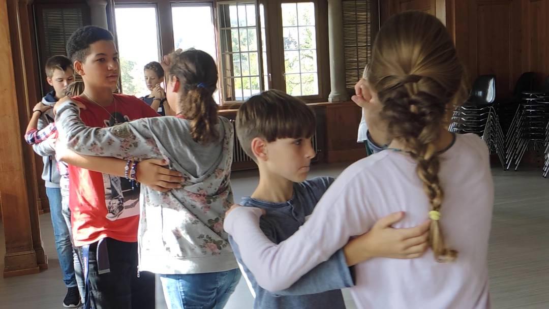 Dancing Classroom: die Schüler der Klasse 5h proben ihren Auftritt