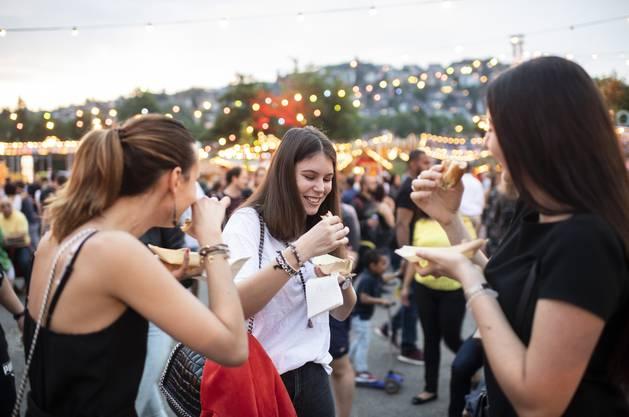 100 000 Besucher erwarten die Organisatoren des Street Food Festival auf der Zürcher Hardturm-Brache. Die kulinarischen Quickies locken die Masse an.