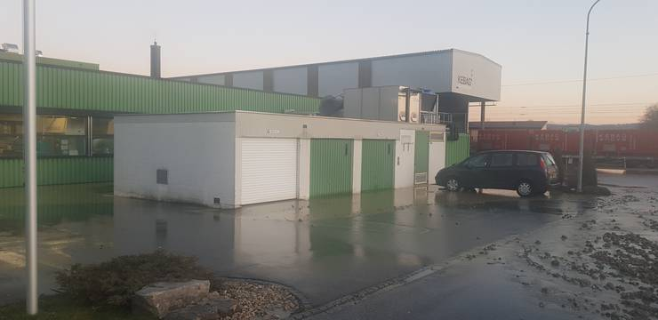 Das Wasser lief in einige Räume. Auch bei der Firma Binder precision parts AG. Bleibende Schäden gibt es aber nicht.