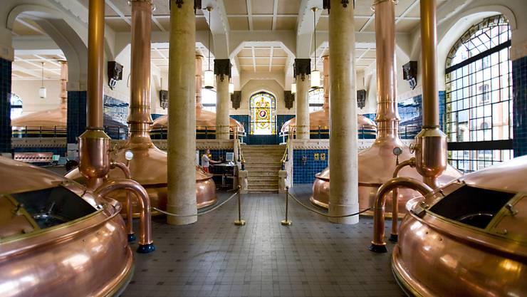 Die Schweizer Brauereien haben den Bieraussstoss im vergangenen Braujahr weiter erhöht - im Bild das Sudhaus in der Brauerei Feldschlösschen.  (Archiv)