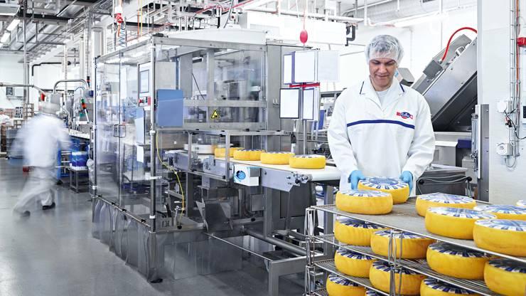 Die Käseproduktion von Emmi ist voll ausgelastet und wird nun ausgebaut.