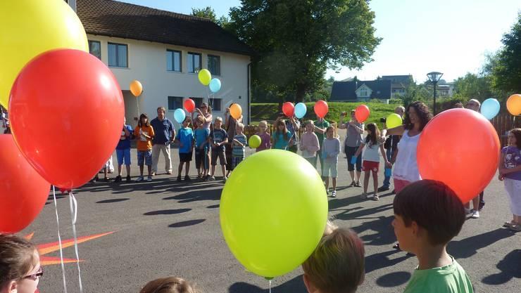 In Oeschgen hat die Schule bunt gestartet.