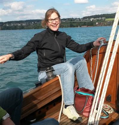 Stadträtin Franziska Graf hat Lust und Energie für mehr – die Kraft holt sie sich zum Beispiel beim Segeln auf dem Hallwilersee.