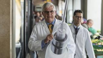 «Einfache Rezepte haben häufig schampar viele Nebenwirkungen», sagt Josef Widler, hier zu sehen auf dem Weg zu einer Demonstration der Ärztegesellschaft des Kantons Zürich.