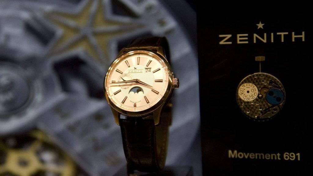 Eine Luxus-Uhr von Zenith an einem Stand an der Uhrenmesse Baselworld. (Archiv)