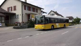 Schülerinnen und Schüler im Bucheggberg fahren grösstenteils mit dem Postauto zur Schule.