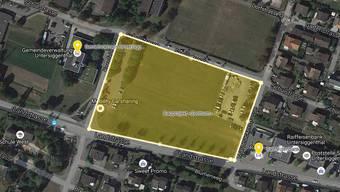 Auf der freien Fläche zwischen Gemeindehaus und Raiffeisenbank soll das Bauprojekt «Zentrum» realisiert werden.