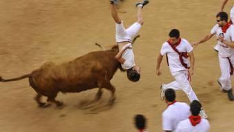 Am letzten Tag des neuntägigen San-Fermín-Festes in Pamplona im Norden Spaniens wurden am Dienstag fünf Menschen verletzt