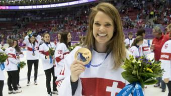 Florence Schelling mit der Bronzemedaille von Sotschi.