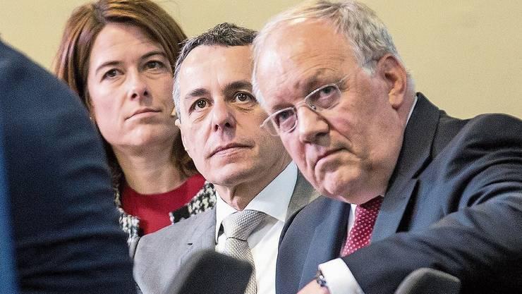 Wenig Grund zum Lachen: Präsidentin Petra Gössi, Aussenminister Ignazio Cassis und alt Bundesrat Johann Schneider-Ammann.
