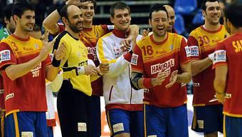 Die Spanier feieren Einzug in die Halbfinals.