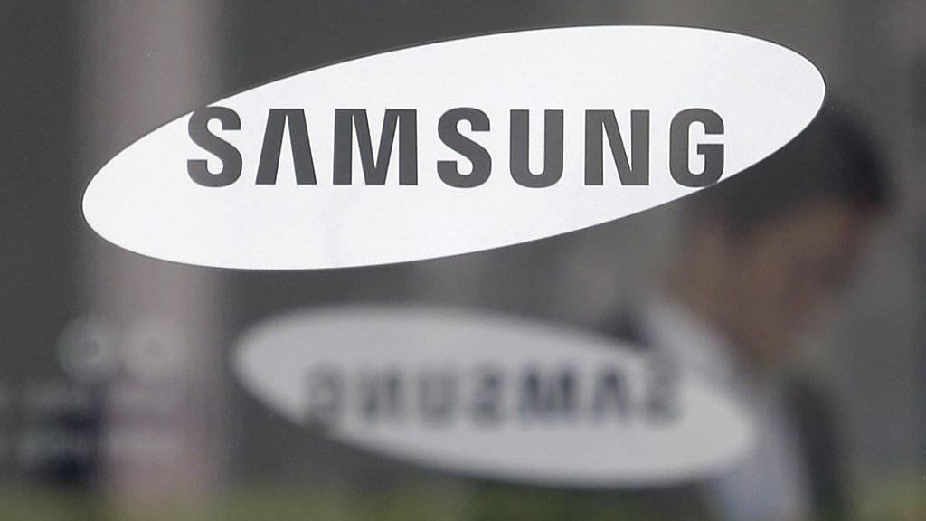 Der Technologieriese Samsung hat im ersten Quartal hauptsächlich aufgrund schwächerer Geschäfte mit Speicherchips und Displays einen deutlichen Gewinnrückgang verzeichnet. (Archivbild)